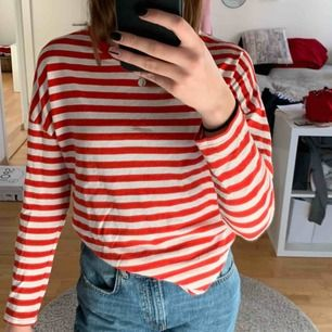 Randig tröja från bikbok som är i fint skick, inga fläckar eller trasig