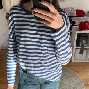 Randig tröja ifrån bikbok som är i bra skick o därmed inga defekter