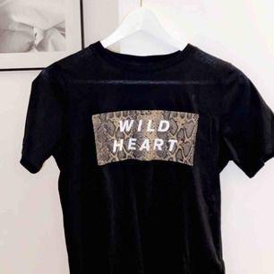 Säljer min super fina tröja från Gina pga att ja behöver pengar😊😊