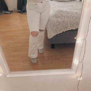 Vita boot cut jeans från doktor denim, säljer då jag redan har vita jeans.