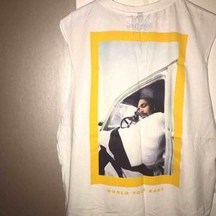 Coolt linne från herravdelningen på H&M. Passar både tjej och kille. Oanvänd. 💝Priset är exkl frakt 💝Betalning via Swish