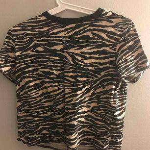 En fin tiger t-shirt