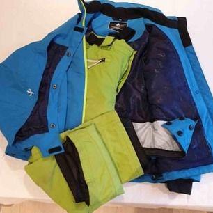 """Skidkläder.  Jacka märke """"Cross sports wear"""" Fint skick.  Byxor märke """"Mc Kinley"""" Använda en vecka. Fint skick."""