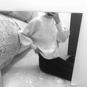 Sweatshirt med ballongärmar, frakt 63:-