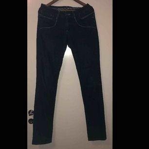 Jeans från Vila i storlek W31. Bra skick, helt oanvända. Nypris ca 400 kr.