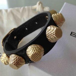 Populära slutsålda armbandet från balenciaga (dustbag och box tillkommer) 1150