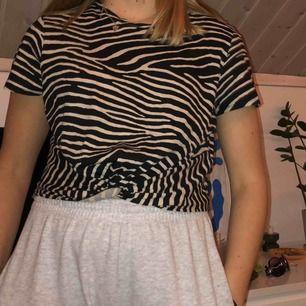 Fin t-shirt från H&M, bra skick. Frakt tillkommer!❤️