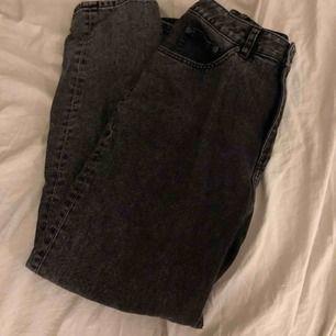 Ett par svarta jeans från cheap monday. Köpta secondhand och är använda ett få tall gånger:)