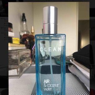 Parfym från Clean, knappt använd.