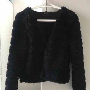 Fluff jacka från Gina tricot