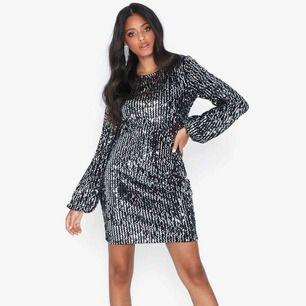 Helt ny superfin paljettklänning, köpt på Nelly men kommer ifrån Vero Moda. Helt oanvänd!
