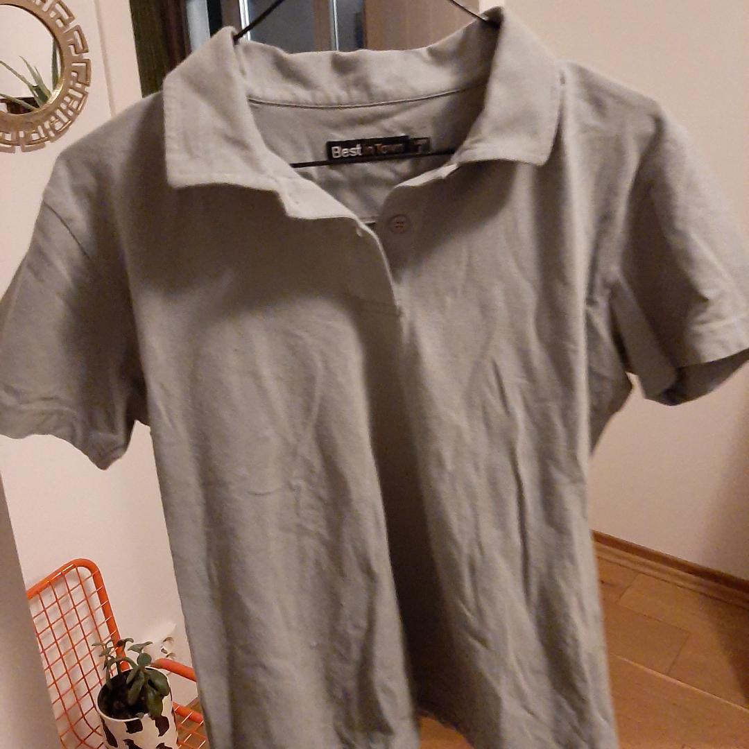 Grågrön t-shirt skjorta. Används tyvärr för lite.. Skjortor.