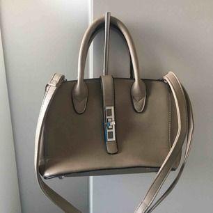 Liten beige handväska