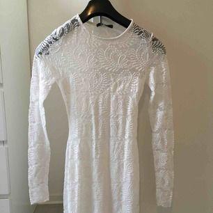 Vit spets klänning från Gina