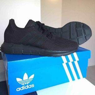 Adidas skor , aldrig använda! Kort finns med bara kvitto som fattas.