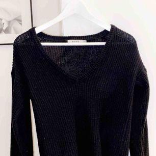Säljer min stickade tröja från NAKD påg av att ja behöver pengar🙃🙃