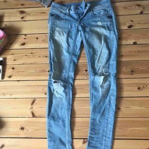 Köpta för 1000kr Äkta g-Star jeans med slitningar  Är runt strl 34