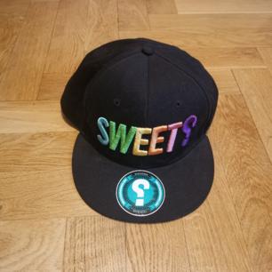 Keps med Sweet tryck Frakten ligger på 44 kr