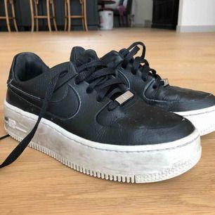 Säljer nu mina Nike Air Force 1 pga att de inte kommer till användning längre;( fint skick! Möts upp och fraktar;) pris kan diskuteras vid snabb affär:)