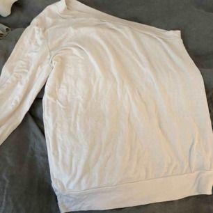 One-shoulder tröja, jättefin🧚🏻♂️💜