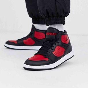 Säljer mina as coola Jordan access jumpan, kommer inte till användning, dom är i bra skick💞 frakt tillkommer