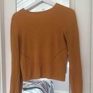 Superfin senapsgul tröja! Perfekt skick :) (Färgen är som på de två första bilderna, inte sista)