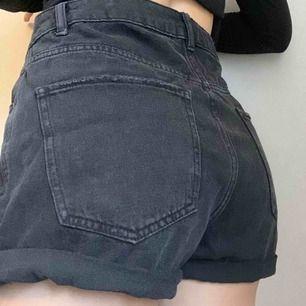 Jeans shorts. Som nya. Säljer då det är förstora för mig. Köparen står för frakten