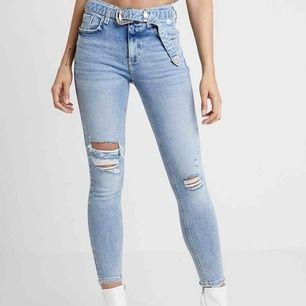 Skitsnygga stretchiga jeans från river island i storlek 10 (38), aldrig använda då de är i fel storlek för mig och hann inte lämna tillbaka dom.