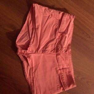 Söta shorts i storlek XS säljs pga att de blev för små men i jätte bra skick!