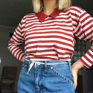 Randig tröja köpt second hand! Kommer tyvärr inte till användning för mig. Står 34/36 i den men passar mig som brukar ha 36/38