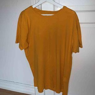 Säljer min senapsgula tröja ifrån Carlings! Köpt för ett år sedan och har aldrig använt den. Modellen är lite oversize ⚡️