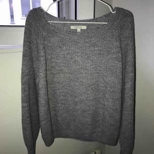 Supermysig grå stickad tröja. Säljer pga att den inte passar mig längre.