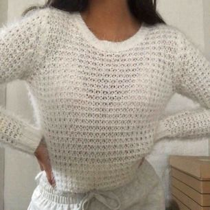 Mysig, fluffig tröja från Ginatricot. Frakt på 50kr tillkommer