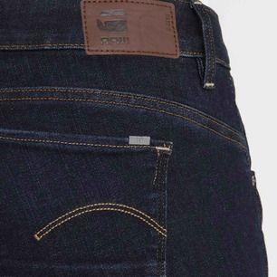 Helt nya, oanvända G-Star jeans, mörkblå. Skinny i superstretch. Endast provade, ångrat köp. Nypris 1095kr på Zalando.