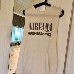 Jättesnygg klänning/linne med Nirvana. Aldrig använd! 🌸 Finns i Kalmar men kan fraktas, skriv för med detaljer, bilder och fraktpris 🌸
