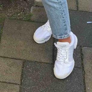 (Inkl frakt) riktigt balla skor, adidas climacool som knappt går att få tag på längre. Köpta för 1000, använda max 3 gånger så cond 9/10! Små i storleken
