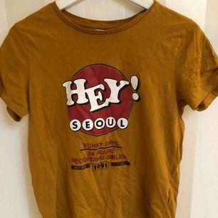 Söt t shirt köpt på pull&bear säljer pga för liten för mig :( Jag står för frakt💘