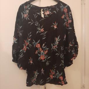 Kimono-blus från Zara. 50kr. Finns i Västerås eller skickas mot frakt.