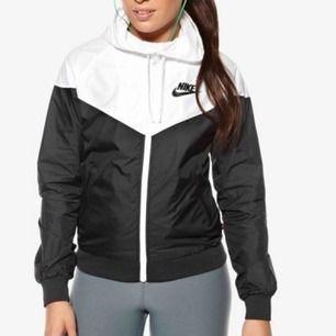 Nike jacka köpt för 800 för 6 månader sedan men inte kommit till användning.