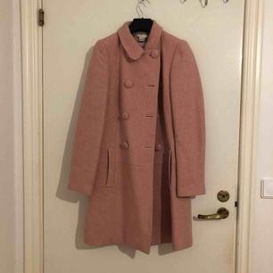 Rosa, glittrig kappa köpt i Frankrike. Använd ett fåtal gånger.