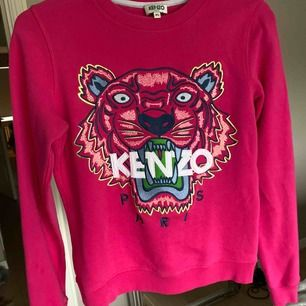 Äkta kenzo tröja i bra skicka i storlek XS, men ska noteras att kenzo är väldigt små i storlekarna.