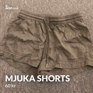 Mjuka gröna shorts perfekt för sommaren. Frakt är inkluderad i priset