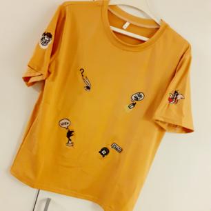 Asball looney tunes T-shirt! Märke: CHASE NEW DESIGN. Bild 2 visar färgen mest rättvist-i dämpat normalt ljus. Frakt: 42:- postens S-emballage
