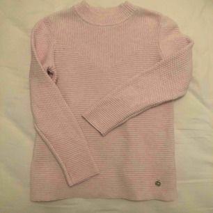 Tunnare stickad tröja, från märket 365. Perfekt på sommarkvällar!