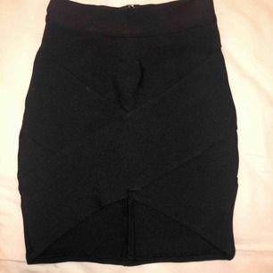 Tight bandagekjol från Australien. Liten slits framtill på kjolen. Aldrig använd. Frakt tillkommer.