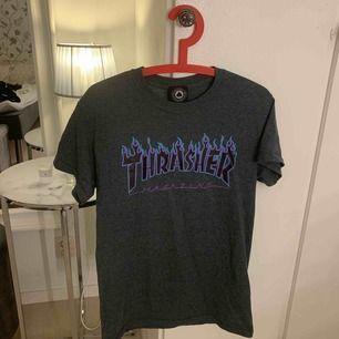 As fet thrasher tshirt! Säljer pga inte min stil längre. Frakt ingår i priset! Använd kanske 3 gånger. Tar endast swish❤️