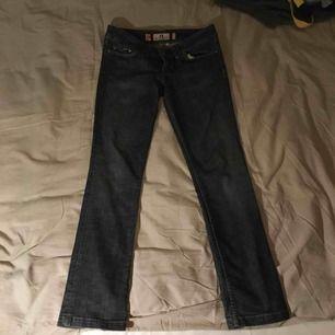 Juicy jeans med hjärtan på fickorna as söta sitter som en S-M
