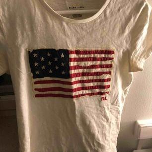 T-shirt från Ralph raulen. Jättefint skick.❤️
