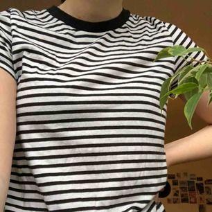 T-shirt från bikbok i bra skick. Kan mötas upp i Stockholm annars står köparen för frakten.
