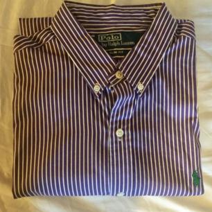 Skjorta från ralph lauren i storlek medium slimfit. Säljer fler rl skjortor se övriga annonser. Billigare om du köper fler